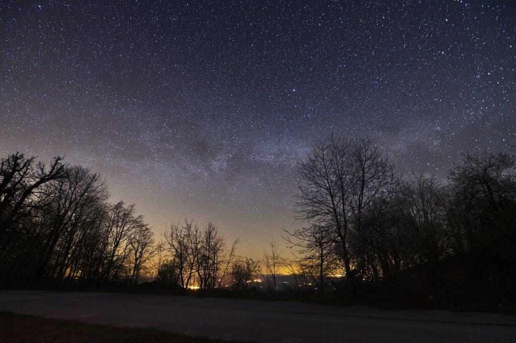 Wo können wir noch die Milchstraße sehen? Foto: Boris Stromar, Pixabay